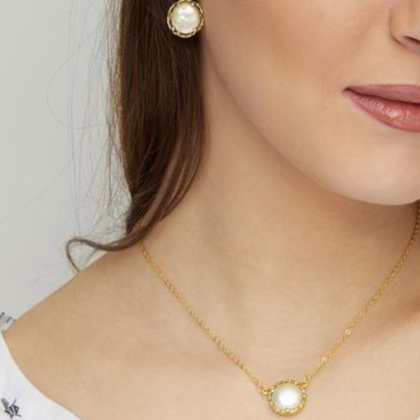 Petit StVincentpearl necklace